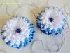 Красивые заколки канзаши, декорированные цветочками с кручеными лепестками