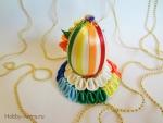 Красивое пасхальное яйцо на радужной подставке канзаши