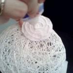 приклееваем-бумажку-для-склейки-шаров