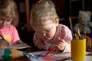 Коробка-с-карандашами---малыш-рисует