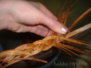 Плетение-из-лозы-загибки-Коса---ШАГ-14