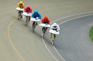 Экстримальное-глаженье-на-велосипеде