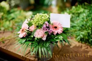 композиция-цветов-в-подарок