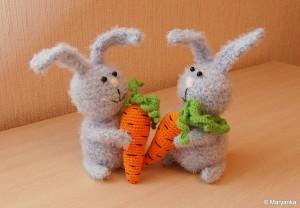 амиргуруми-зайчики-с-морковкой