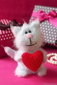 вязаная-игрушка-амигуруми-котик