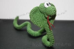 Авторская-игрушка-вязаная-крючком-Змейка---символ-2013-года---связана-по-МК-от-Розетки