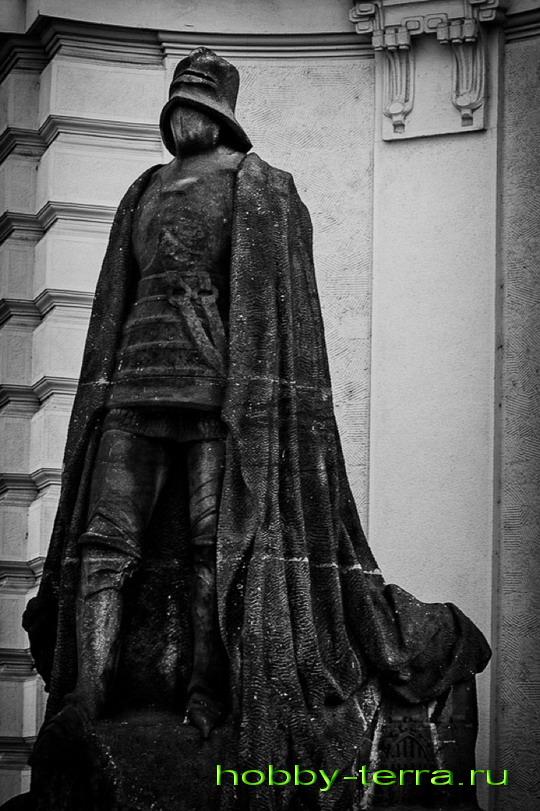 Памятник железному человеку