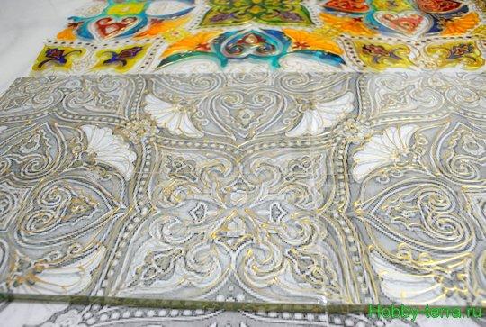 Ideya dekorirovaniya prostenka v vannoy vitrazhom-11