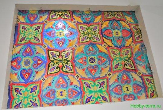 Ideya dekorirovaniya prostenka v vannoy vitrazhom-22
