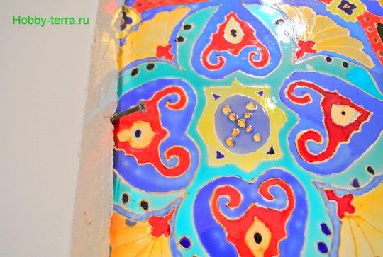 Ideya dekorirovaniya prostenka v vannoy vitrazhom-23
