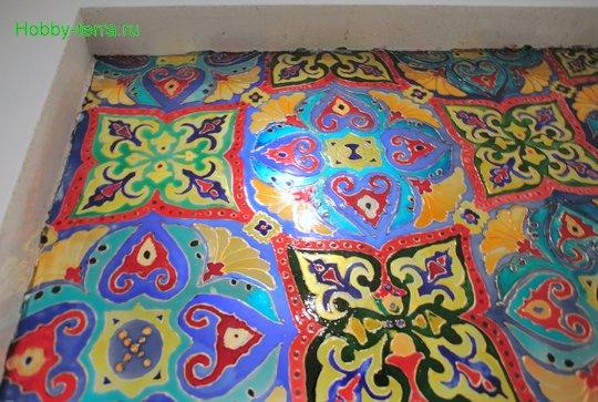 Ideya dekorirovaniya prostenka v vannoy vitrazhom-25