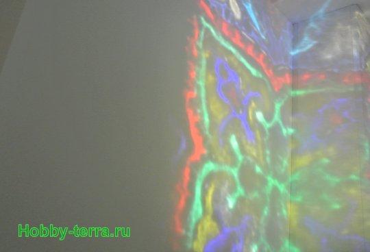 Ideya dekorirovaniya prostenka v vannoy vitrazhom-30