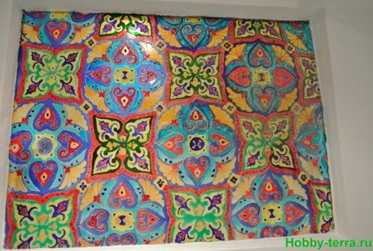 Ideya dekorirovaniya prostenka v vannoy vitrazhom-8-27