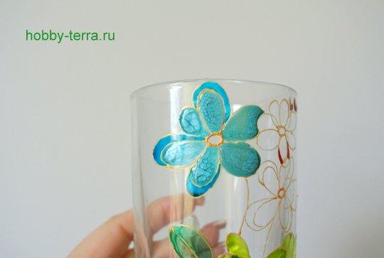 07-2014-12-01_Ideya po dekorirovaniyu kruzhki vitrazhnymi kraskami Volshebnyye tsvety