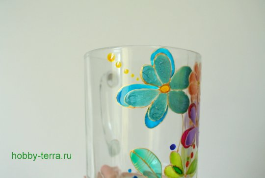 14-2014-12-01_Ideya po dekorirovaniyu kruzhki vitrazhnymi kraskami Volshebnyye tsvety