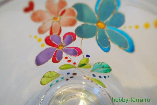 22-2014-12-01_Ideya po dekorirovaniyu kruzhki vitrazhnymi kraskami Volshebnyye tsvety