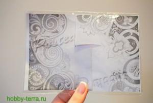 04-Ideya dekorirovaniya oblozhki dlya pasporta vitrazhnymi kraskami