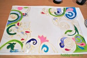 09-Ideya dekorirovaniya oblozhki dlya pasporta vitrazhnymi kraskami