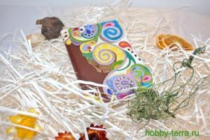 18-Ideya dekorirovaniya oblozhki dlya pasporta vitrazhnymi kraskami