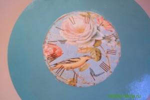 10-2015-04-20 Ideya dekorirovaniya chasov Poyet nad rozoyu vostochnyy solovey