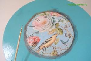 12-2015-04-20 Ideya dekorirovaniya chasov Poyet nad rozoyu vostochnyy solovey