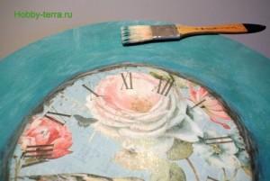 14-2015-04-20 Ideya dekorirovaniya chasov Poyet nad rozoyu vostochnyy solovey