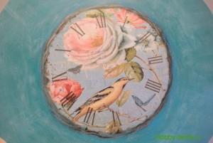 16-2015-04-20 Ideya dekorirovaniya chasov Poyet nad rozoyu vostochnyy solovey