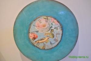 17-2015-04-20 Ideya dekorirovaniya chasov Poyet nad rozoyu vostochnyy solovey
